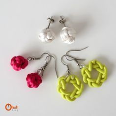 I'm not done with knots yet… it's addictive once you start! A nice idea to keep you busy this WE, making knots earrings! You gonna need: Rat tail cord (any color), glue, earrings supplies. Jewelry Knots, Macrame Jewelry, Jewelry Crafts, Handmade Jewelry, Diy Knot Earrings, Pearl Earrings, Celtic Knot Necklace, Ideas Joyería, Gift Ideas