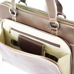"""BUSINESS TASCHE ACENTO LADY KAFFEE Einfach nur WOW! Die Business Tasche für Damen aus der """"Acento"""" Kollektion der Kolumbianischen Marke Quintero. Erfrischendes Design, wunderschönes Leder mit natürlicher Struktur und tadellose Verarbeitung. Bei dieser Tasche stimmt einfach alles. Mit Fach für Notebooks bis 12.5"""". Bequem an der Schulter tragbar. Auch in den Farben Marine und Schwarz erhältlich. Farbe: Kaffee"""