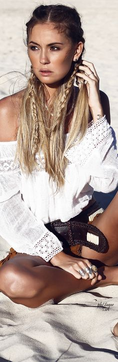 Summer Braids :: Beach Hair :: Natural Waves :: Long + Blonde Boho Festival :: Messy Manes :: Free your Wild :: See more Untamed DIY Simple + Easy Hairstyle Tutorials + Inspiration Hippie Chic, Hippie Style, Hippie Make Up, Boho Chic, Style Indie, Gypsy Style, Boho Gypsy, Bohemian Mode, Bohemian Style
