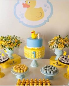 Baby shower decoracion patitos Ideas for 2019 Rubber Duck Birthday, Rubber Ducky Party, Rubber Ducky Baby Shower, Baby Shower Duck, Baby Boy Shower, Baby Shower Gifts, Baby Shower Cupcakes, Baby Shower Parties, Baby Shower Themes