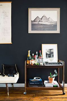 14 unique ways to decorate a blank wall in your home: