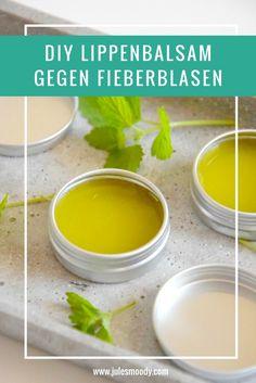 Dieser selbstgemachte Lippenbalsam gegen Fieberblasen und Herpes ist ein echter Superstar mit Melisse, Teebaum und Manuka!