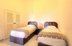 Recámara 2 - Villa en venta en Acapulco, junto al Fairmont Acapulco Princess - Más información aquí: http://pueblaresidencial.com/listing/villa-2-niveles-acapulco-casas-en-venta-en-acapulco/
