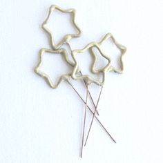 How adorable would these mini sparklers be in cupcakes??