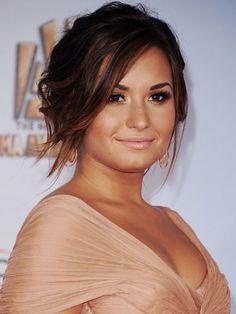 Romantic Makeup Look. Demi Lovato.