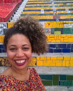 Hoje ainda não é dia de #tbt , mas eu queria postar uma foto bem colorida e de um dia muito divertido. ***#escadariaselarón #lapa #riodejaneiro #conexãorioparis #rj #amoviajar #tanaviagem #mejogueinomundo #gente_que_ama_viajar #viajei #viajeinaviagem #tudotrip #brasileirosporai #destinosehistorias