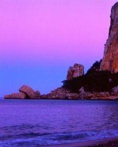 #calaluna #sunset #calagonone #lanuovasardegna #igersardegna #sardinialandscape #supramonte #spiaggeitaliane #volgogolia #tramonto #sardegna #sardinia #barbagia #purple #golfodiorosei #codula #codulailune #urzulei #baunei #sea #mare - via http://ift.tt/1zN1qff
