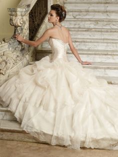 2014 Style A-line Strapless Applique Sleeveless Sweep / Brush Train Organza Wedding Dresses For Brides  $185.99