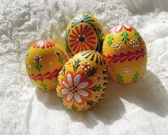 Výsledek obrázku pro kraslice zdobené voskem - kytičky - návod Egg Shell Art, Egg Tree, Easter Egg Designs, Ukrainian Easter Eggs, Egg Crafts, Easter Art, Easter Traditions, Egg Decorating, Egg Hunt