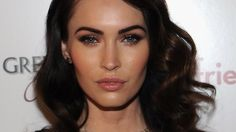 Megan Fox Workout Celebrity Trainer Harley Pasternack The Megan Fox diet plan involves eating simple recipes with 5 ingredients that take 5 minutes to make. Along with her diet, the 5-Factor workouts were the key to her success. Her trainer, Harley Pasternack is co-host of the new TV show, The Revo…