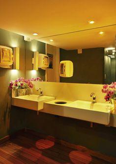 Laura Boechat - Projetos  Banheiro; bathroom; color; restaurant