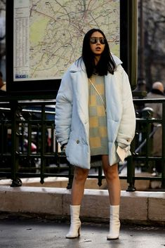 The 168 Best Street Style Looks From Fall 2020 Fashion Month - Fashionista Best Street Style, Autumn Street Style, Casual Street Style, Street Style Looks, French Street Fashion, Cool Street Fashion, Street Chic, Bright Winter Outfits, New York Fashion