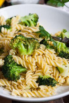 Diese 7-Zutaten Brokkoli-Pasta mit Zitrone und Knoblauch sind das perfekte Soulfood. Herzhaft, sättigend und in 20 Minuten auf dem Tisch!