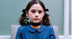 Em 2009, foi lançado o filme de terror psicológico, A Órfã, onde a lindinha e assustadora Isabelle Fuhrman, interpretou a personagem Esther ...