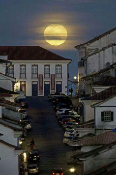 Lua cheia sobre Ouro Preto- MG Brasil
