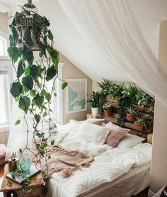 Awesome Bohemian Bedroom Decor Ideas With Plants 23 - Home Decor Ideas 2020 Bohemian Bedrooms, Bohemian Bedroom Design, Boho Bedroom Decor, Minimalist Bedroom, Modern Bedroom, Contemporary Bedroom, Bedroom Classic, Modern Contemporary, Eclectic Modern