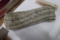 Knitted - Cabled headband - Free pattern - Downloaded and printed