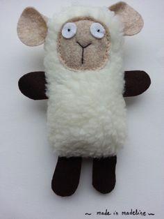 """Kit à coudre soi-même (Do It Yourself) : exit le made in china ! Le kit doudou """"Léon le Mouton"""" comprend tout le matériel pour coudre le doudou sauf les aiguilles. Dimensions - 6633603"""