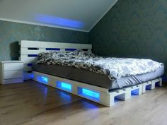 Pallet Bed Projects, Beds made with wooden pallets. Recycled, Upcycled Pallet Bed DIY Ideas And Other Pallet Furniture Plans. Wooden Pallet Beds, Pallet Bed Frames, Diy Pallet Bed, Diy Pallet Furniture, Furniture Ideas, Pallet Wood, Wood Furniture, Pallett Bed, Diy Wood
