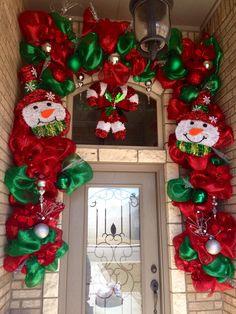 Christmas Decor Visions Of Sugar Plums Christmas Board Decoration, Indoor Christmas Decorations, Outdoor Christmas, Rustic Christmas, Christmas Holidays, White Christmas Ornaments, Diy Christmas Garland, All Things Christmas, Holiday Crafts