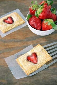 STRAWBERRY NUTELLA POPTARTS