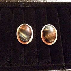 Check out these Very Nice Destino Vintage 12kt Gold Filled Cufflinks. These Cufflinks are made with Real Brown & Blue Tigers Eye which is hard to find them two colors naturally occurring together!! These are a very nice set in very good condition.