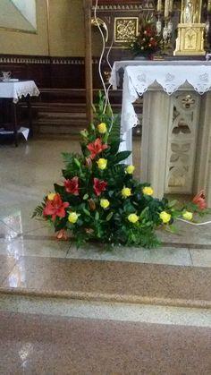 Arrangements Funéraires, Funeral Floral Arrangements, Christmas Floral Arrangements, Church Flower Arrangements, Beautiful Flower Arrangements, Beautiful Flowers, Altar Flowers, Church Flowers, Funeral Flowers
