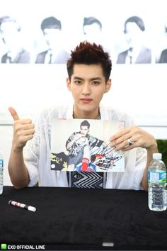 130608 EXO Official LINE account updated with their individual photo at Busan Fansign -Kris Kris Exo, Exo K, Baekhyun Chanyeol, Park Chanyeol, 2ne1, K Pop Boy Band, Boy Bands, Exo Style, Got7