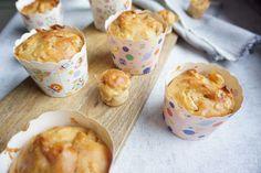 Baby-led weaning Rezept: Muffins in bunten Papierförmchen für den Kindergeburtstag backen ohne Zucker mit Obst - Apfelmuffins zuckerfrei