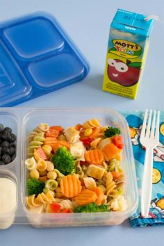 Freezer Friendly Pasta Salad - Frozen pasta salad? Yeah. It's so cool (haha!). You freeze cooked pasta, chicken and veggies. For a quick packed lunch, take it out frozen, drizzle with salad dressing and go. It defrosts by lunchtime.