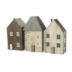 This delightful set of three houses has been crafted from wood and boasts an authentically rustic finish. This attractive piece is full of wonderfully warming and earthy tones providing a relaxed touch to a vacant shelf and desk space.