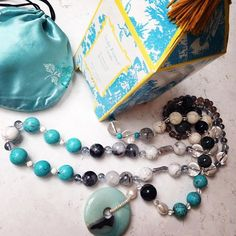 Weekend getaway checklist: prized necklace, pretty pouch & heavenly scented candle. Does a Felina London woman need much more? #felinalondon #jewellery #beauty #candles #scentedcandles #weekend #romanticweekend #allure #turquoise #baroquepearls #satin