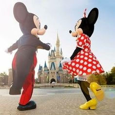 Mickey & Minnie hopping and skipping their way back to Cinderella Castle at Tokyo Disneyland Walt Disney, Disney Magic, Disney Mickey, Disney Rapunzel, Disney Land, Mickey Love, Mickey And Friends, Mickey Minnie Mouse, Cute Disney Pictures