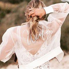 Stylish shot featuring a bridal silk organza bomber! Luxury Wedding Dress, Chic Wedding, Wedding Gowns, Wedding Bolero, Wedding Bride, Hippie Stil, Princess Ball Gowns, Wedding Jacket, Wedding Fabric