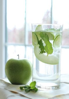 Dieter's Wonder Water – with Green Apple, Cucumber and Mint