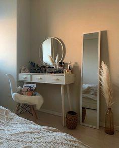 Room Design Bedroom, Room Ideas Bedroom, Home Room Design, Bedroom Decor, Bedroom Inspo, Minimalist Room, Aesthetic Room Decor, Cozy Room, Room Inspiration