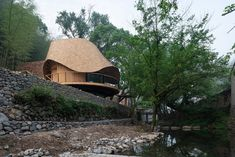 An irregular undulating roof tops this tree-house-inspired holiday home on stilts, built in a remote Chinese village by architecture studio Monoarchi. Roof Architecture, Chinese Architecture, Rotterdam, Shanghai, Woodland House, Hillside House, House On Stilts, Mountain Village, Village Houses