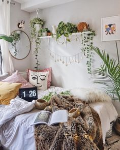 The Bohemian Home Decor Trap is part of Bohemian bedroom decor But What About Bohemian Home Decor Bohemian decor is a blend of textures, colours, and patterns It is all about the colors of the wor - Bohemian Bedroom Decor, Boho Room, Bohemian Living, Hippie Bohemian, Bohemian Apartment Decor, Bohemian Homes, Hippie Living Room, Hippie Dorm, Bedroom Plants Decor
