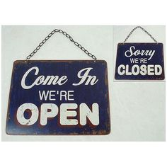 "Türschild mit doppelseitigem Aufdruck: ""Sorry We are CLOSED; Come in, we are OPEN!"" an Kette."