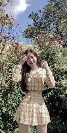 Kpop Girl Groups, Korean Girl Groups, Kpop Girls, Kpop Fashion Outfits, Girl Fashion, Cool Girl, My Girl, Twice Dahyun, Twice Kpop