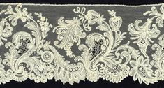 Point d'Angleterre Border, Belgium — bobbin motifs with needle mesh and fillings