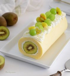 "Forget the time and be enchanted. nanamin's ""roll cake"" is the ultimate in beauty-macaroni – Pastry World Yummy Treats, Sweet Treats, Yummy Food, Cake Roll Recipes, Dessert Recipes, Bolo Original, Swiss Roll Cakes, Japanese Sweets, Japanese Cake"
