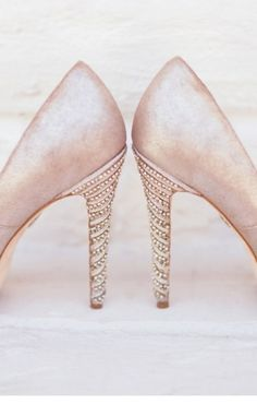 Pearly-Pink Shoes to match the perfect white wedding dress | Photographer: Laura Goldenberger