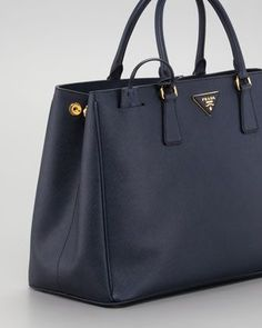 c1f8771d5772e6 Prada Saffiano Gardeners Tote - Neiman Marcus Diese und weitere Taschen auf  www.designertasch.