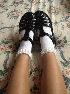 The Many Joys Of Jelly Shoes Frilly Socks, Cute Socks, Sock Shoes, Shoe Boots, Flat Shoes, Jelly Shoes Outfit, Estilo Grunge, Socks And Sandals, Vogue