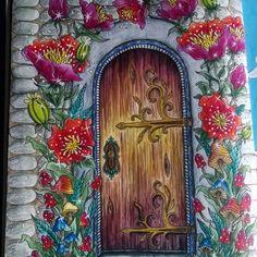 Sommarnatt através da porta encontra-se um mundo de magia e fantasia!!!!!!! Amanda esse livro