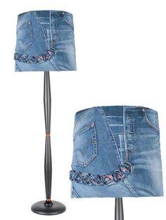 Abajur E que tal revestir aquele velho abajur com jeans? Neste caso você irá colar o jeans sobre a cúpula.