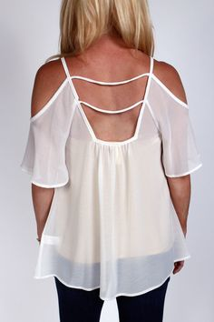Open shoulder and cute cut out back. Sheet white maternity blouse from Heritwine Maternity Maternity Fashion, Spring Maternity, Maternity Boutique, Cute Cuts, Friend Outfits, After Pregnancy, Carry On, Style Inspiration, Shoulder