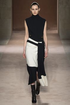 #RUNWAY Victoria Beckham Fall 2015 RTW Runway – Vogue