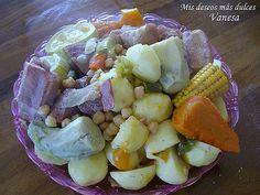 Bueno bueno... con esta receta de Puchero canario muestro junto con el Mojo de cilantro y el Escaldón de gofio una comida muy típica Canar...